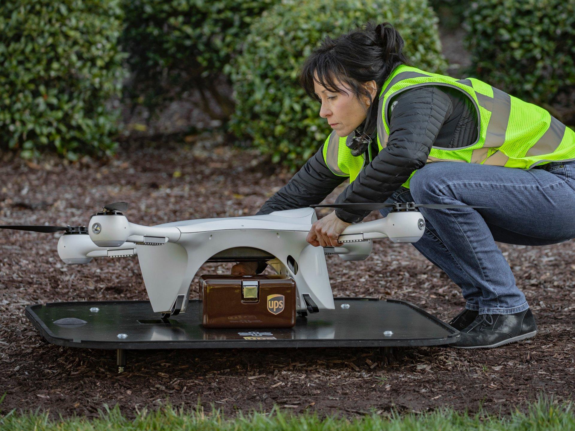 UPS spustila prepravu laboratórnych vzoriek prostredníctvom dronov