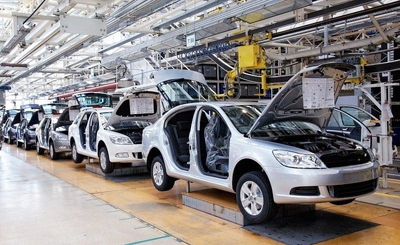 industry4-automatizacia-vyroby-automobilovy-priemysel-stroje-priemyselne-roboty-vyroba-aut