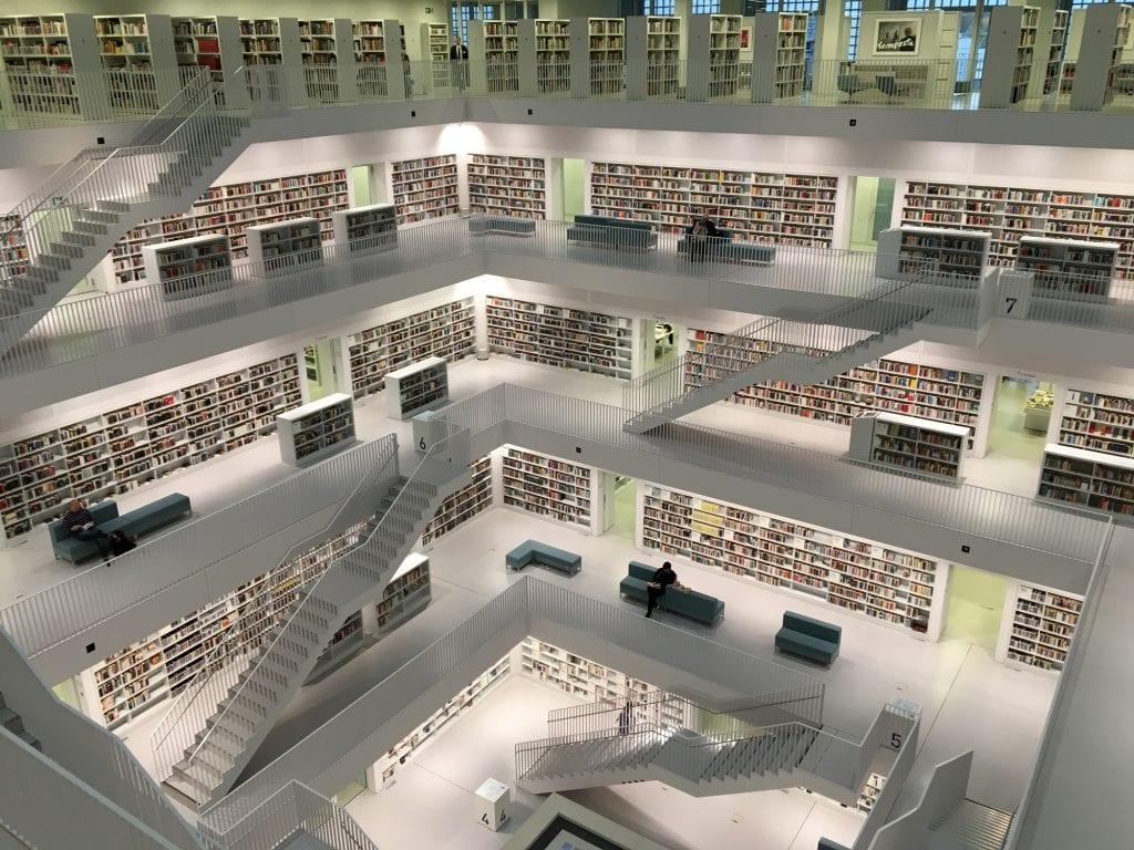 big-data-kniznica-knihy-budova-interier