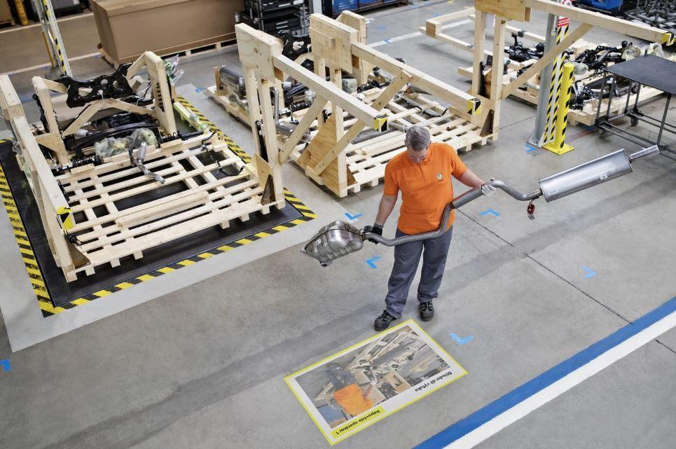 Rozšírená realita a videomapping pomáha zamestnancom Škoda Auto pri práci