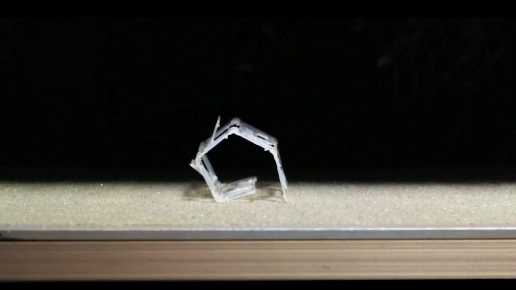 Roboty z mäkkých materiálov môžu meniť tvar, reagujú na teplotu prostredia